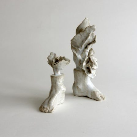 PIEDS FLEURIS,  céramique, pied droit  16 x 8 x 15 cm, pied gauche 27 x 13 x 10 cm